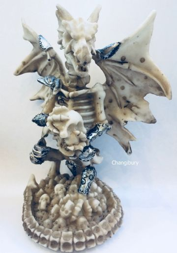 Mythical Gothic WINTER WARRIOR Dragon holding SKULL DRG257A